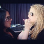 touching up Kesha's lips